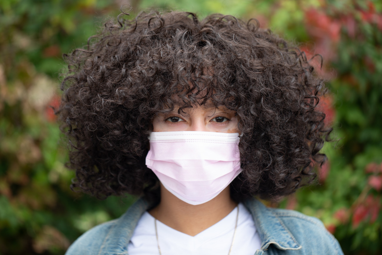 Woman wearing face mask - 1280x854
